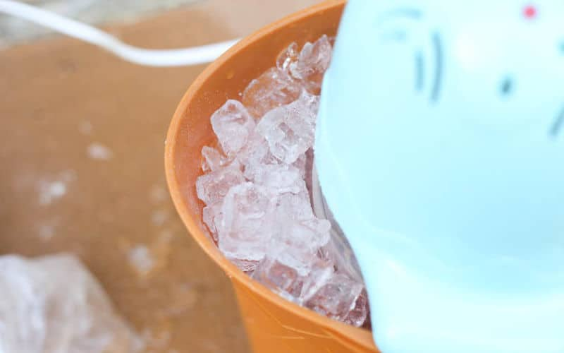 electric ice cream maker with ice and salt layered
